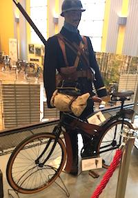 Chasseur Cycliste et Bicyclette Gerard exposés à Chauny